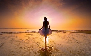 beach-beautiful-beauty-dawn-of-a-new-day-girl-light-favim-com-40526