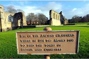 abbey sign:arthu: