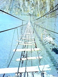 Most_Dangerous_Rope_Bridges_02