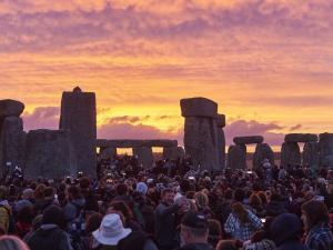 stonehenge-solstice